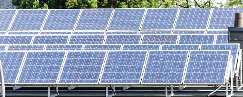 Solaranlage auf dem Flachdach: Das müssen Sie wissen! - MeinDach