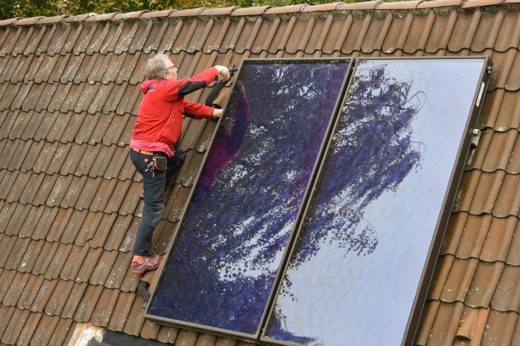dachdecker arbeit mit dachfenster