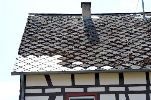 Neues Dach benötigt? Hier erfahren Sie, mit welchen Kosten Sie beim Steildach rechnen müssen.