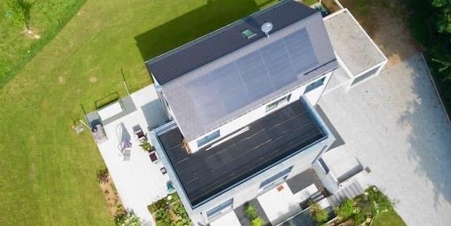 ein Haus mit ökologische dacheindeckung