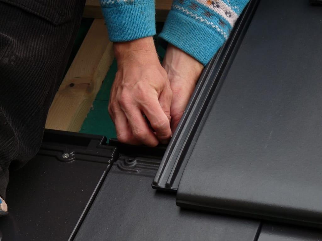 MeinDach Dachdecker bei der Flachdacharbeit