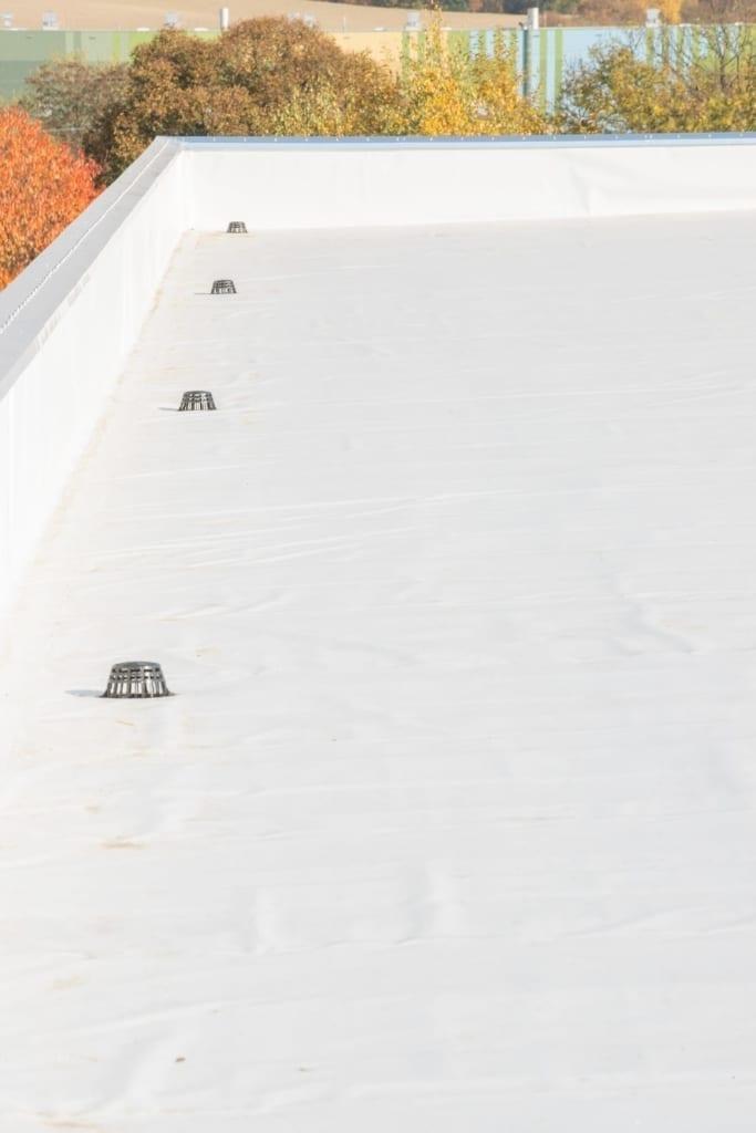 Eine Dachsanierung an einem Geschäftshaus