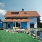 Ein Haus in Deutschland mit einem renovierten Dach