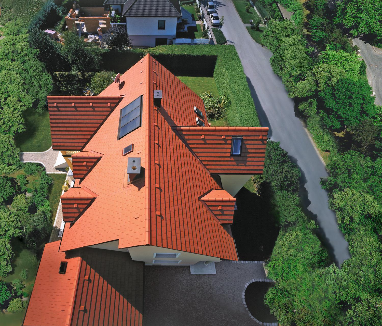 ein Dach nach einer Dachinspektion im Frühjahr