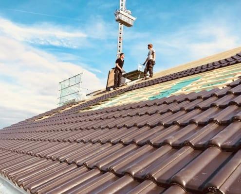 MeinDach Partner-Dachdecker arbeiten 2020 an einem neuen Dach