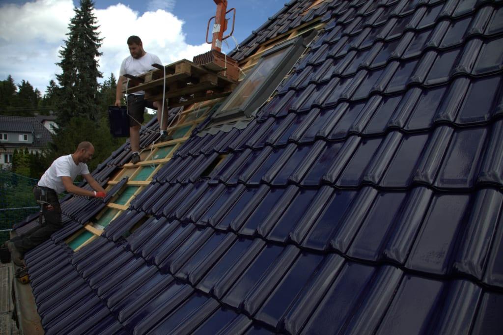 Professionelle MeinDach Dachdecker installieren energieeffiziente Dachfenster