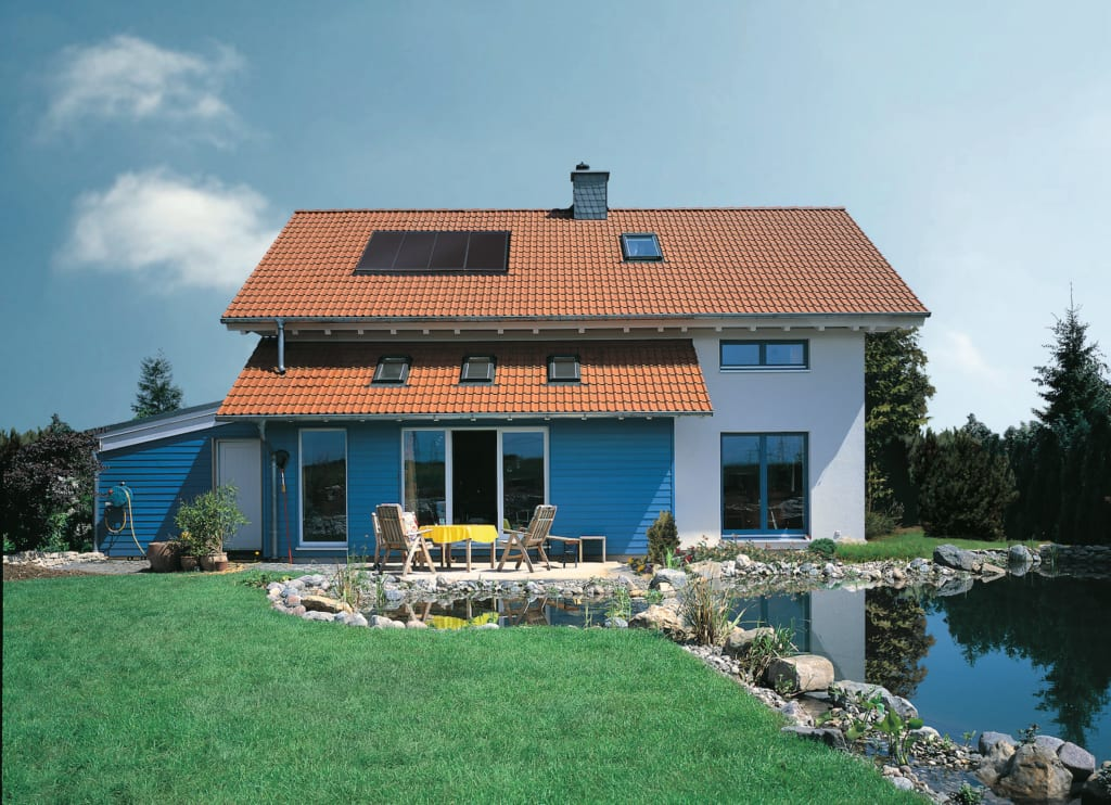 Neues Haus mit Solaranlage auf dem Dach