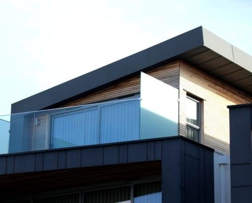 Ein Wohnflachdach mit Ziegeln