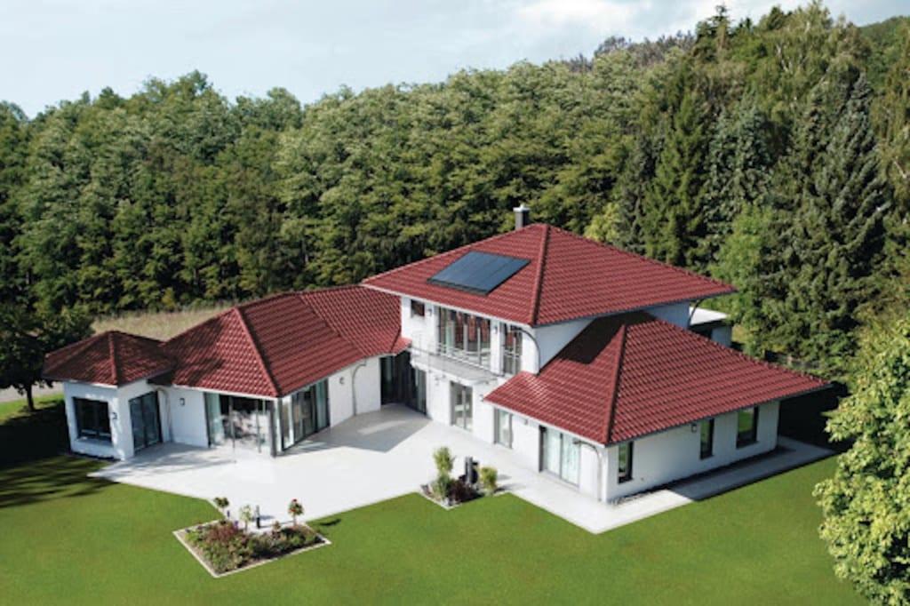 Haus mit Zeltdächern