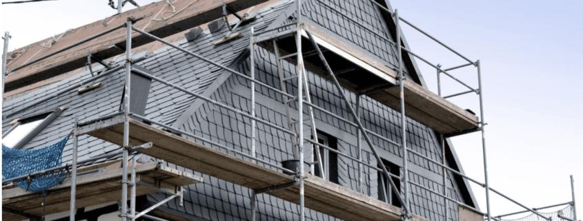 Dach wird vor dem Hausverkauf renoviert