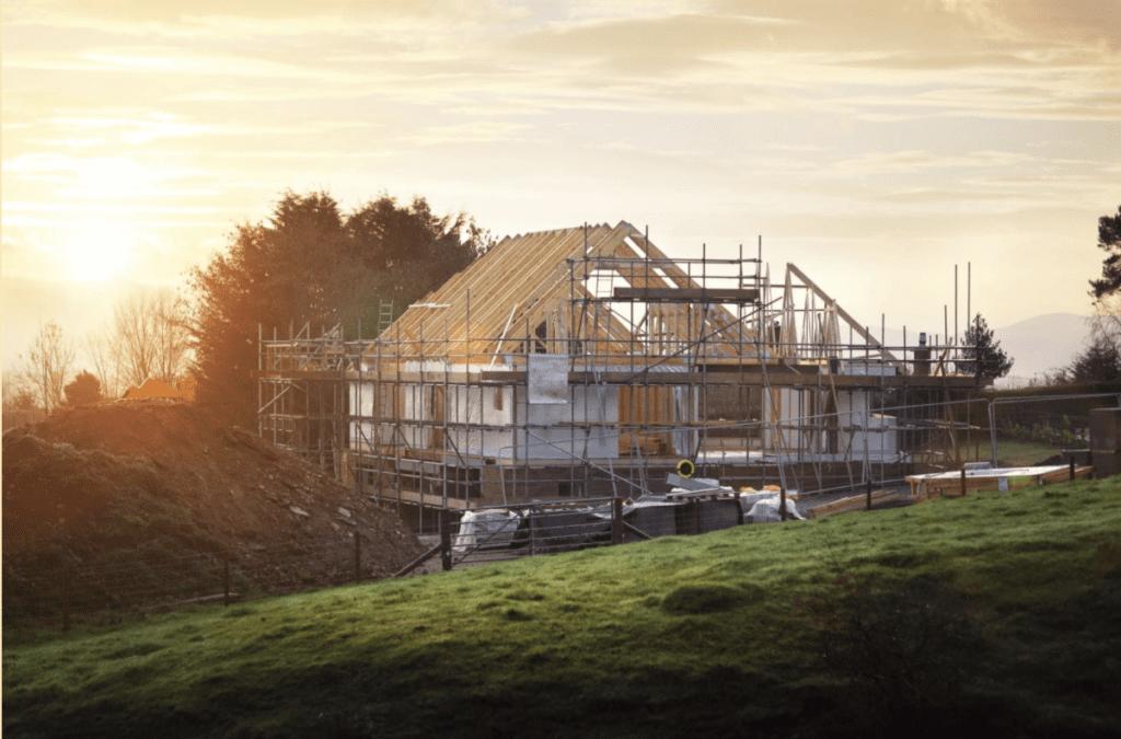Ein Holzdach im fachmännischen Bau
