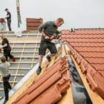 Was eine Dachsanierung kosten kann, erfahren Sie in diesem Ratgeber-Beitrag.